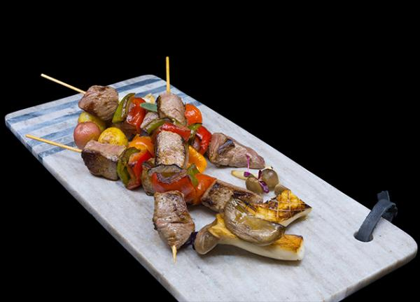 4oz-beef-brochette-peppers-onions